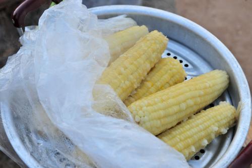 「賣玉米攤販」的圖片搜尋結果