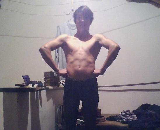 背阔肌_如何锻炼使背阔肌像李小龙那样又宽又薄的啊,下面图片是我
