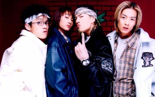 有一部韩国电影最后一点剧情讲的是一个女老师和三个男学生在校园舞台上跳舞这三个男学生的名字好像是