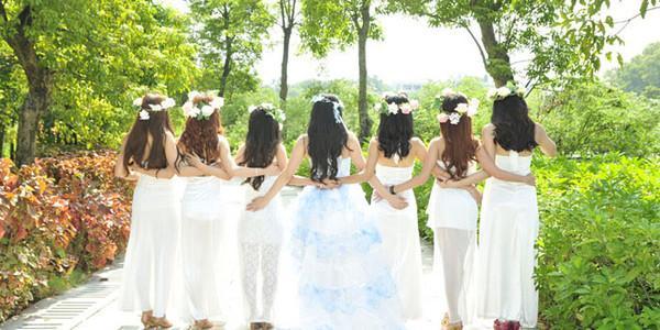 参加婚礼能穿白色么_要参加朋友的婚礼穿什么颜色的衣服合适?_百度知道