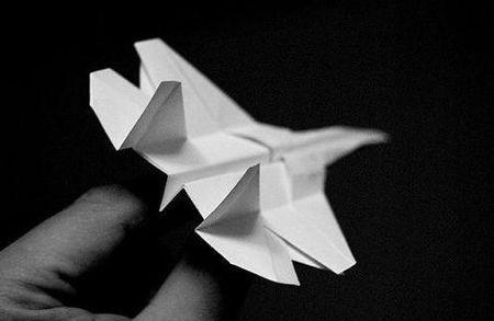 飞机怎么折飞一百米_怎样折纸飞机飞得远_百度知道