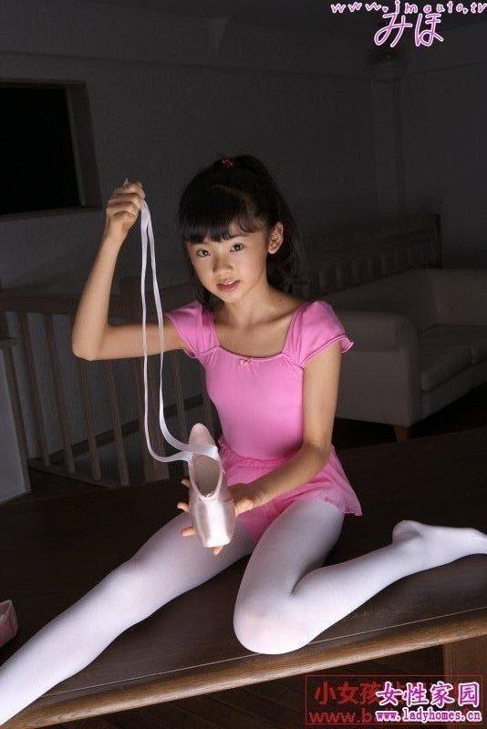 小女孩白色裤袜_小女孩的白裤袜_百度知道