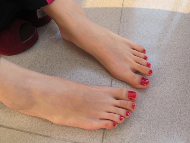 最爱大骚脚_为什么现在大多数女性都喜欢在脚趾涂指甲油呢?