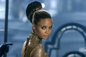 黑人玩2女_星际传奇2里的那个黑人女演员叫什么?