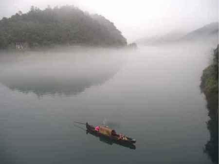 船在湖面诗词 那些关于坐在船上看湖面风景的诗句