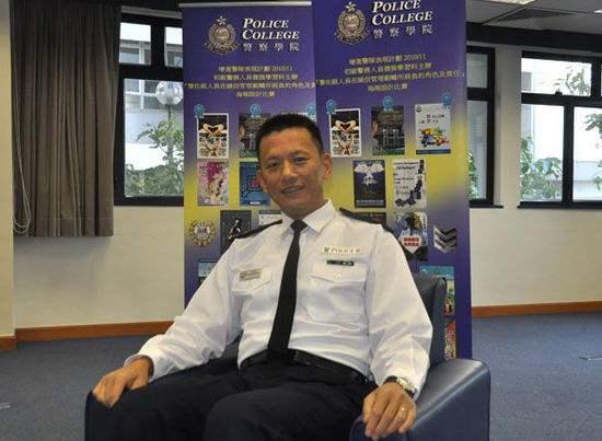 香港警察署长跟警务处长一个级别吗?