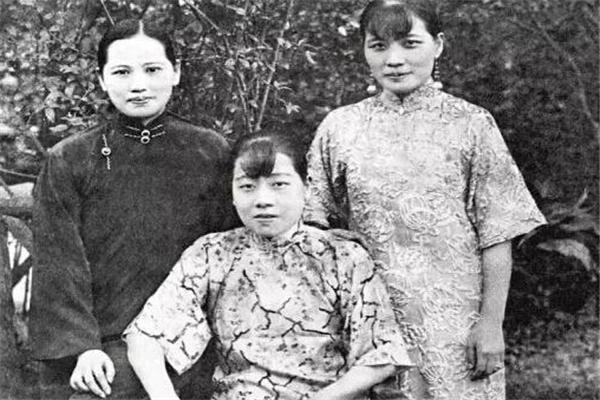 宋庆龄与宋美龄同为姐妹,为何最后三十年宁死不相往来?