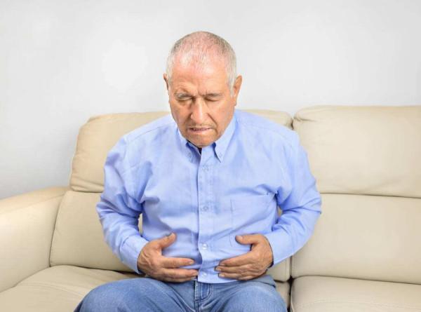 别忽视,放屁时候若出现哪种症状,可能是大肠癌的前兆?