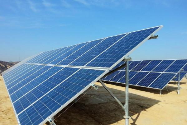 简述光伏发电的原理_目前光伏发电的应用分为分布式光伏和光伏电站.