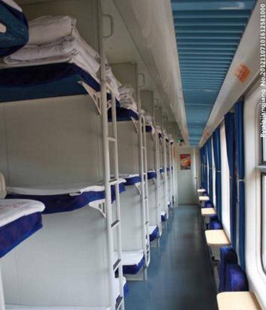 硬卧和软卧图片_k字火车硬卧上铺图片,K字头火车硬卧是什么样的呢_百度知道