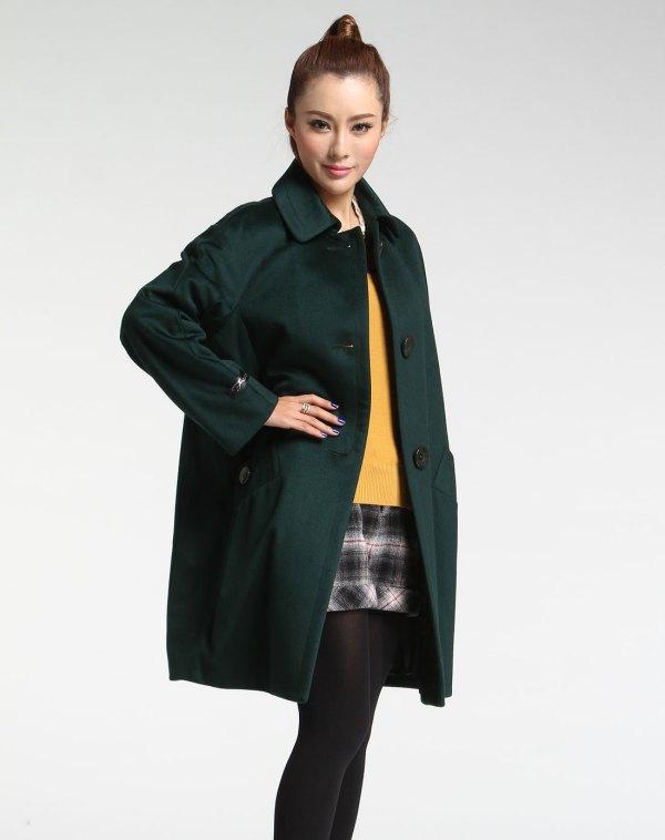 黄大衣搭配绿色短裤_墨绿色大衣 配什么颜色的包臀裙_百度知道