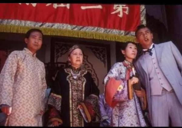 中鸿娱乐:香港资深演员夏萍与哪些影视明星的关系比较亲近呢?