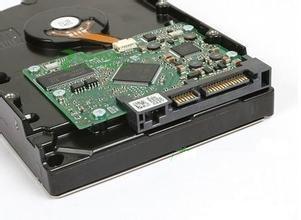 第二种接口是PATA接口,也叫IDE接口.典型的PATA(IDE)接口硬盘如