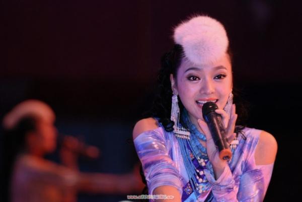 女藏族歌手图片