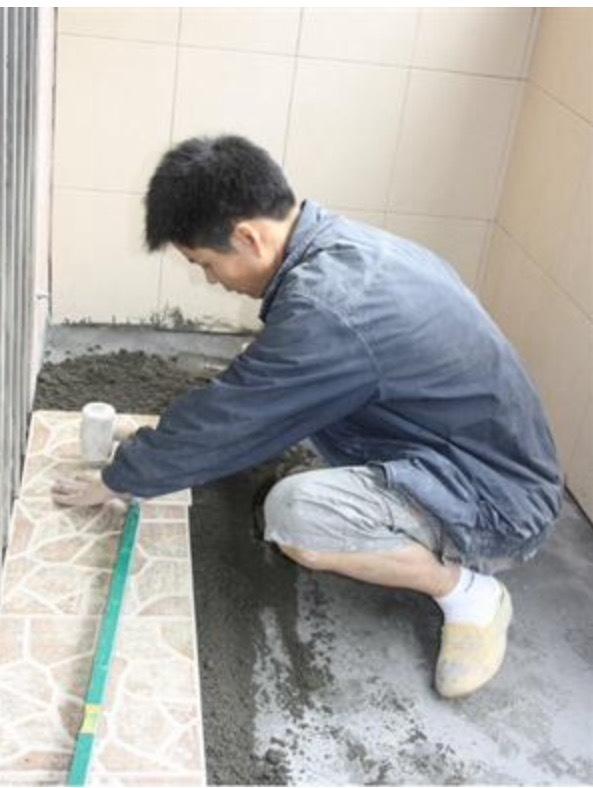 客厅墙面全部贴瓷砖是否会脱落开裂?