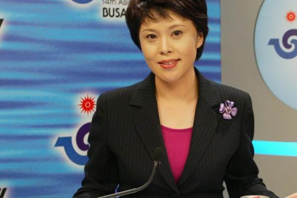 央视cctv5体坛快讯有几位女主持人?