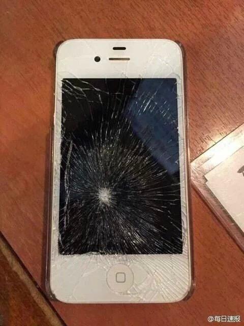 手机屏幕左上角碎了,要个朝左上角发招的图片图片