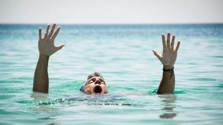 为什么活人溺水会沉底,死人会上浮呢?