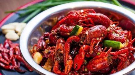 小龙虾在中国的深夜食?#32654;?#21040;底有多火爆?