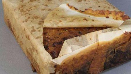 科学家发现一百年前的蛋糕, 看起来好像还能吃...