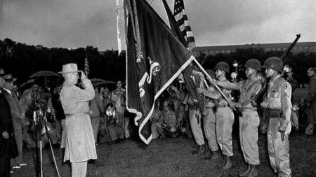 被送入集中营,奋力作战还被歧视:二战日裔美国人秘史的头图