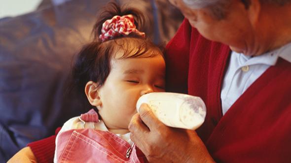 中国老人为什么一定要把孩子喂胖?