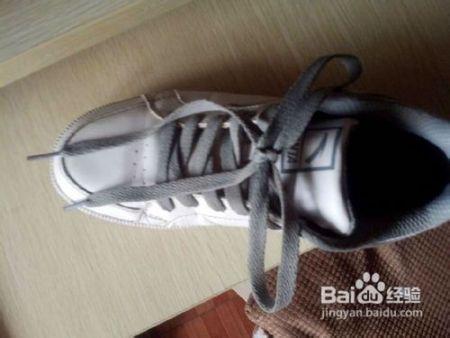 運動鞋的鞋帶帶如何打蝴蝶結?要圖片或視頻的圖片