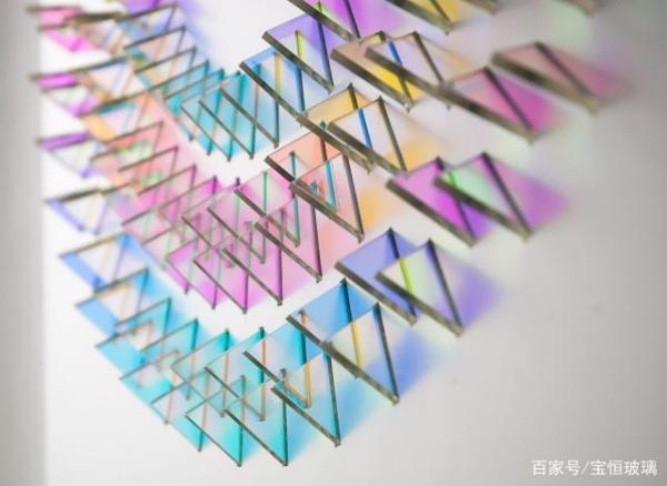 光色玻璃的原理_玻璃破碎图片