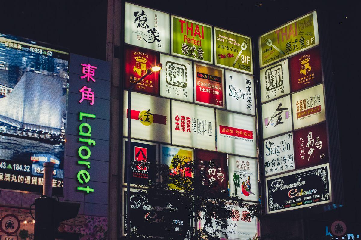 汇华国际娱乐平�_阳平声)位于香港岛的中心北岸之西,是香港的主要商业及娱乐场所集中地