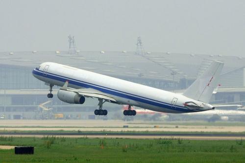 飞机燃油费怎么算_航空公司有多挣钱?_百度知道