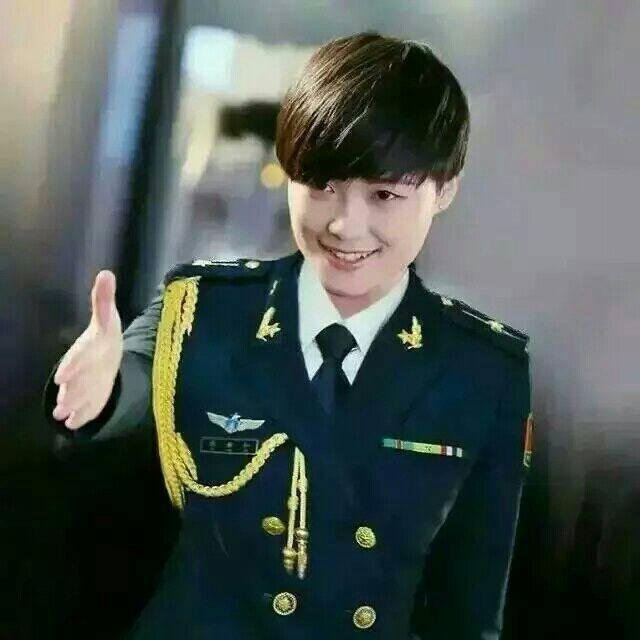 李宇春什么時候穿的軍裝圖片