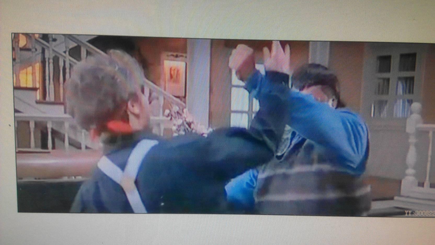 国外女子打架视频_求这部影片的名字,洪金宝穿着灰色马甲跟外国女人打架?_百度 ...