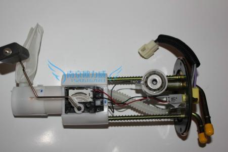 电动燃油泵的工作原理_汽车发动机的电动燃油泵工作原理及介绍
