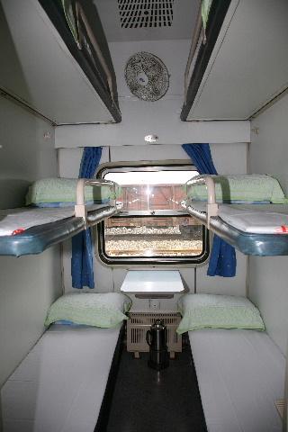 硬卧和软卧图片_没坐过硬卧,这次坐卧铺回家,想问一下卧铺车厢床位,行李架 ...