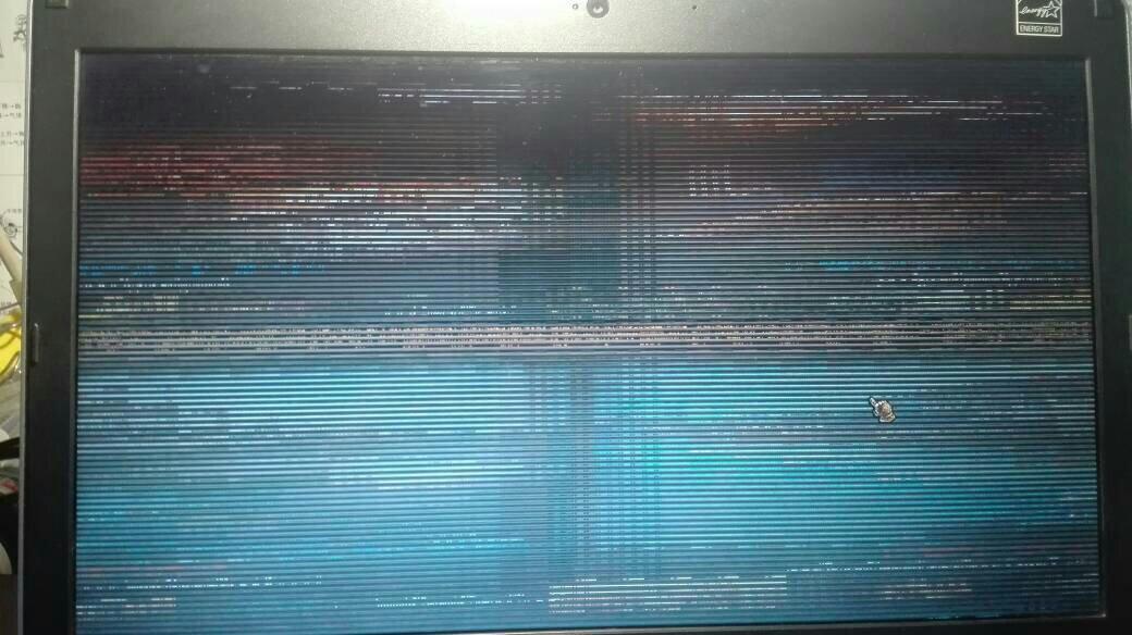 笔记本玩lol进游戏后花屏了 退出游戏就正常了