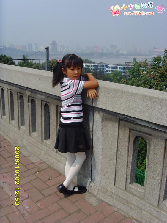 穿白丝的小学女生被绑_求穿白丝袜的小学生照片。_百度知道