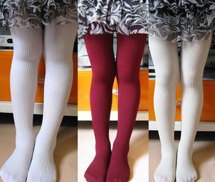 有没有12岁女孩穿着白袜子脚的图片,最好先有全身,在有小脚图片