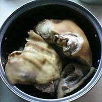 卤猪头怎麽做才能多出些肉,一斤大概能出多少 ?