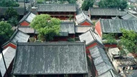老外用5年抢修的中国皇家寺庙,可以喝酒吃饭睡觉开派对?