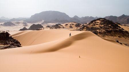 中国人是如何用铁路征服沙漠的?