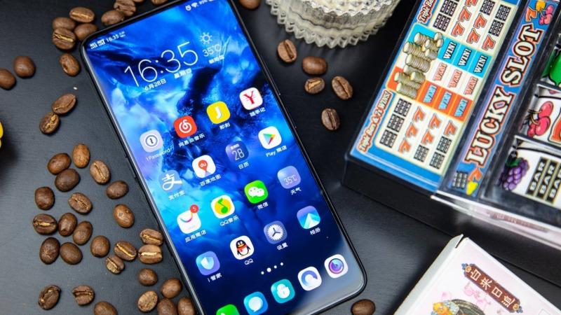 全面屏、柔性屏为何引领手机屏幕潮流的总是来自三星?