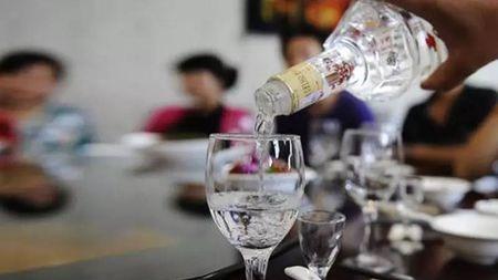 酒明明喝进了肚子身上为啥有酒味?的头图