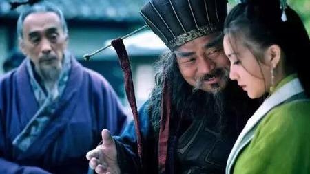 三国结交英雄:董卓恩威并施,鲁肃开仓赠粮,还有此人死忠刘备