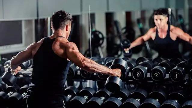 不是只有杠铃才能提升你的力量和肌肉量