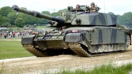 近距离观察唯一还用120mm线膛炮的挑战者2主战坦克