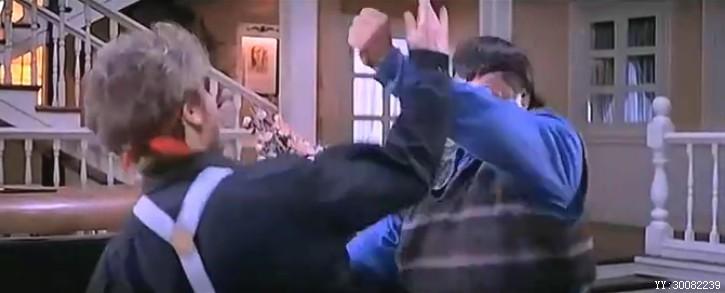 国外女子打架视频_求这部影片名字,洪金宝穿灰色马甲跟外国女人打架_百度知道