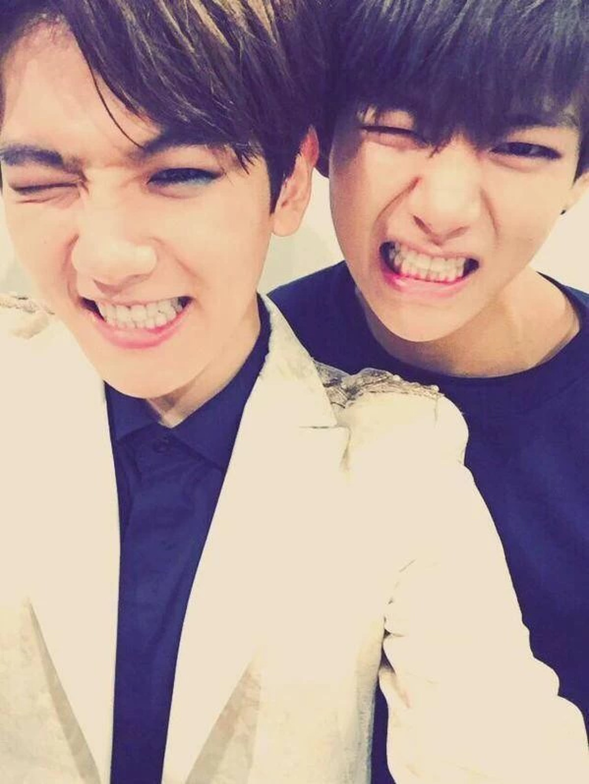 Image result for kim taehyung and byun baekhyun