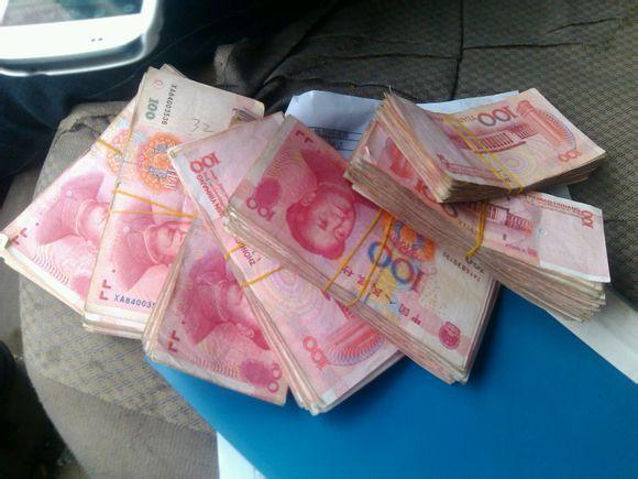 拍好多钱的照片_求土豪,晒钱图,真实的,现金拍的相片