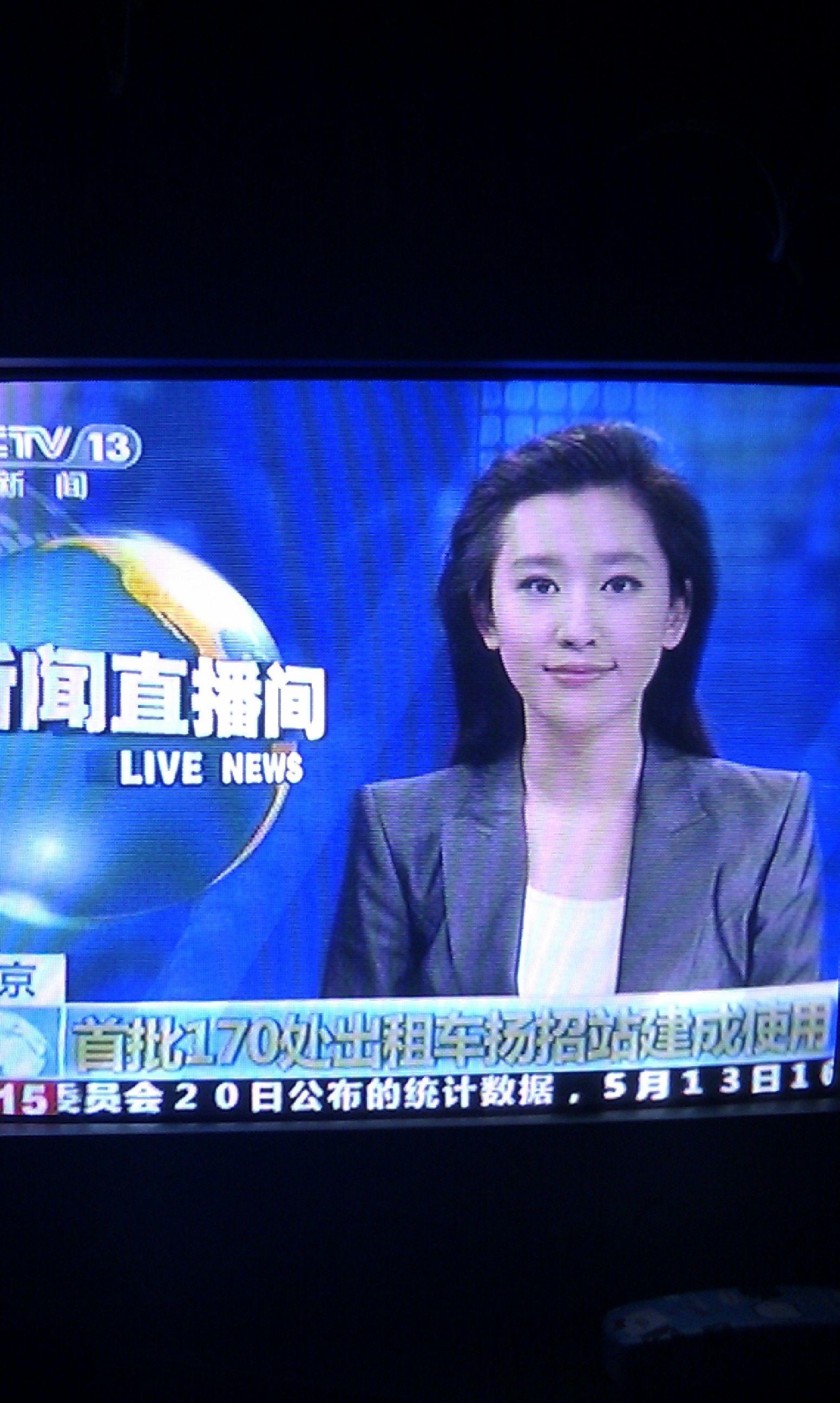 版看嘛直播片_昨天晚上(2013年5月20日晚上1点左右)看新闻直播间,发现个新的女主持