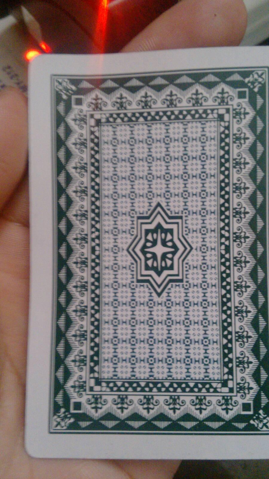 普通�z(K�_求哪位大神能告诉我普通的双k扑克牌怎么在背面认牌?有没有暗号求解